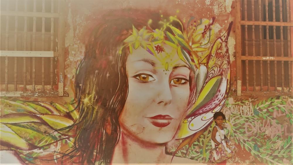 Femme sur un mur de Carthagène