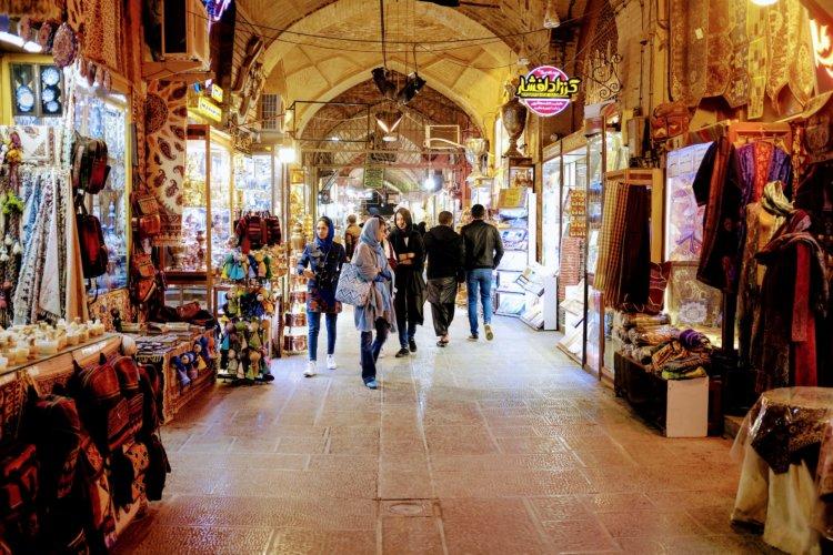 Les allées du Bazar d'Ispahan de nuit